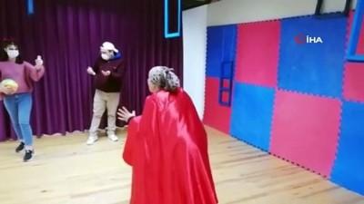 sosyal belediyecilik -  Tiyatro oyunları evlere taşındı: Gösterimler dijital ortamda