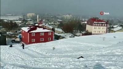 - Ağrılı çocukların poşet üzerinde kayak keyfi