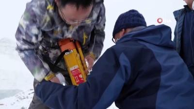- Çinli bilim adamları, erimesini yavaşlatmak için buzulu örtü ile kapladı - Kaplanan alanın daha az eridiği gözlemlendi
