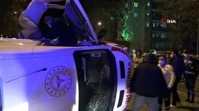 Ticari taksi ile ambulans çarpıştı: 5 yaralı