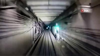 metro istasyonu -  - Rusya'da metro istasyonunda dehşet anları - Hızla giden metronun önüne atladı