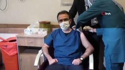- Çankırı Valisi Covid-19 aşısı oldu