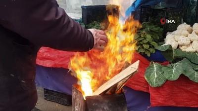pazar gunu -  Pazarcıların kar altında zorlu ekmek mücadelesi