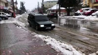 ilginc goruntu -  Basık otomobili ile yerdeki karı böyle küredi
