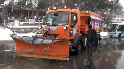 kar kureme araci -  Kar küreme aracı ile otomobil çarpıştı... Belediye şoföründen sürücüye: 'Belediyenin aracı bir şey olmaz, ben sana üzüldüm'