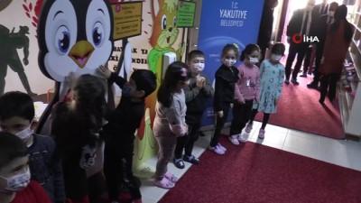 cizgi film -  - Yakutiye Belediyesi'nden öğrenciler için eğlenceli dezenfekte standı