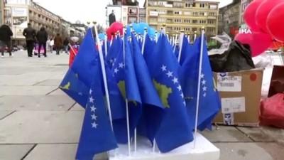 2008 yili -  - Kosova, 13'üncü bağımsızlık yıl dönümünü salgına rağmen etkinliklerle kutladı