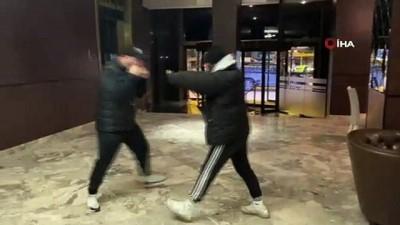 - Türk boksörün karşısına çıkmayan Tanzanyalı boksörün altın kemeri elinden alındı