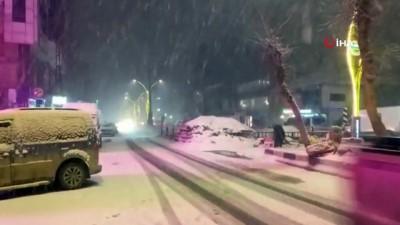 pazar gunu -  Yüksekova'da kar yağışı etkisini arttırdı