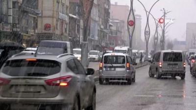 pazar gunu -  Yüksekova'da yoğun kar yağışı