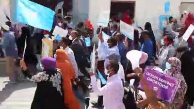 cumhurbaskani - MOGADİŞU - Somali'deki muhalif cumhurbaşkanı adaylarının yürüyüşü sırasında çatışma yaşandı