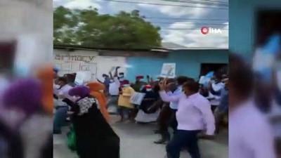 cumhurbaskani -  - Somali'de Cumhurbaşkanı Fermacu karşıtı protesto düzenleyen muhaliflere ateş açıldı - Görev süresi dolan cumhurbaşkanına tepki artıyor