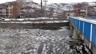 bahar havasi -  Kars'ta 'yalancı bahar' sona erdi... Soğuktan akarsular buz tuttu