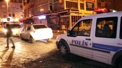 ehliyetsiz surucu - KAYSERİ - Otomobille polisten kaçmaya çalışan ehliyetsiz sürücü ile 3 kişi kovalamaca sonucu yakalandı