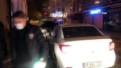 ehliyetsiz surucu -  Polisten kaçan ehliyetsiz sürücü ve 3 arkadaşı kovalamaca sonucu yakalandı