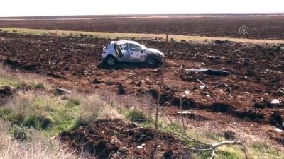 ŞANLIURFA - İnşaat işçilerinin bulunduğu otomobil şarampole devrildi: 6 yaralı