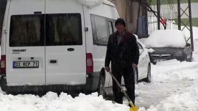 kar temizleme -  Şırnak'ta köylülerin kış aylarındaki 'dam' nöbeti sürüyor