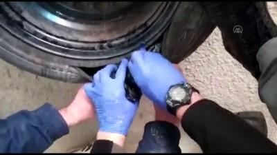 kokain - BURSA - Uyuşturucu araması yapan polis, otomobil lastiğine gizlenmiş kokain ele geçirdi