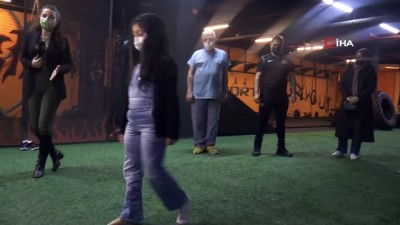 egzersiz -  Çöken binanın enkazından kurtarılan 7 yaşındaki Azra artık yürüyebiliyor atabiliyor