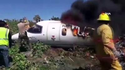 askeri ucak -  - Meksika'da askeri uçak düştü: 6 ölü