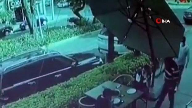 pazar gunu -  - Meksika'da bir kişi kendisini soymaya çalışan hırsızlarla çatışmaya girdi
