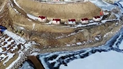 Bayburt'ta buz tutan gölet ve akarsular kartpostallık görüntüler oluşturdu