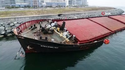 argo -  - Zeytinburnu'nda karaya oturan gemiden yakıt sızmaya başladı