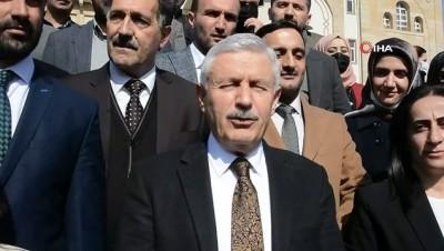 konferans -  AK Parti'li Özbek mazbatasını aldı