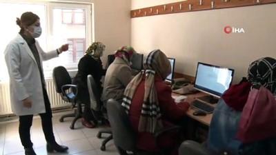 akilli telefon -  Kadınlar dijital korsanlara karşı eğitim alıyor