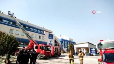 gard -  15 Temmuz Demokrasi Otogarı'nda bulunan bir  restoranda yangın çıktı. Otogardaki bir restoranda çıkan yangına itfaiye müdahale ediyor.