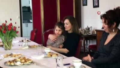 isvec -  - İsveç'te Sağlık Personeline Türk Ve Azerbaycanlı Kadınlardan Anlamlı Jest - Sağlık Personeline Hastanede Yemek İkramı Yapıldı