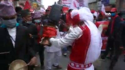 - Nepal'de Hükümet Destekçilerinden Davullu Gösteri