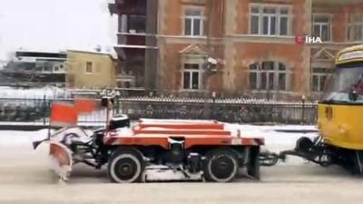 tren seferleri -  - Almanya'da buzlanma nedeniyle yüzlerce araç yolda kaldı