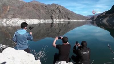 ilginc goruntu -  Ayvalı Barajında suyun kirecinden oluşan ilginç figürler ilgi odağı oldu