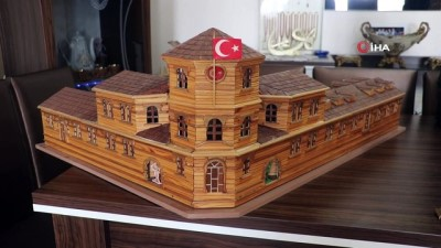 tarihi bina -  Her birinde yaklaşık 6 bin tahta parçası kullandı, birebir aynılarını yaptı