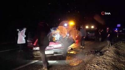 koprulu -  Otomobil kamyonete arkadan çarptı: 1 ölü, 1 yaralı