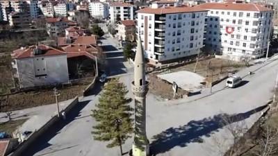 Aksaray'da yol ortasındaki camisiz minare şaşırtıyor