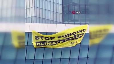 - Greenpeace aktivistleri, Avrupa Merkez Bankası'nın çatısına paraşütle indi