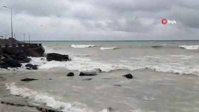 gard -  Karadeniz'de dev dalgalar sahilleri dövüyor