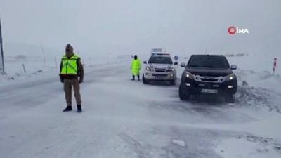 iran -  Ağrı'da tipi ve buzlanma kazaları peşinden getirdi