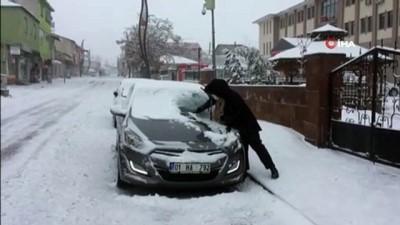 Bingöl'de kar ve tipi, Karlıova'da okullar tatil edildi, Erzurum yolu büyük araçlara kapatıldı