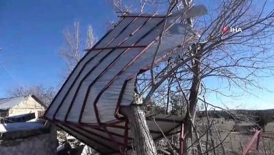gard -  Mersin'de şiddetli rüzgar yaylada bir evi yıktı, 10 ev hasar gördü