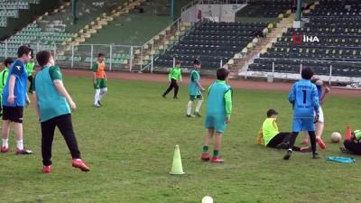 Giresunsporlu eski futbolcular Atatürk Stadyumu'ndaki anılarını tazelediler