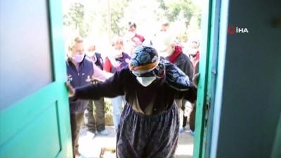 yasli cift -  Yangından son anda kurtulan yaşlı çifte yardım eli