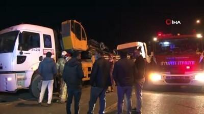 beykoy -  Hafriyat kamyonu park halindeki oto kurtarma aracına çarptı: 1 yaralı
