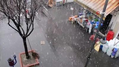 Yozgat'ta Mart karı kenti beyaza bürüdü