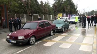 ÇORUM - Boşanma davasından çıkan koca aracıyla eşinin bulunduğu otomobile çarptı