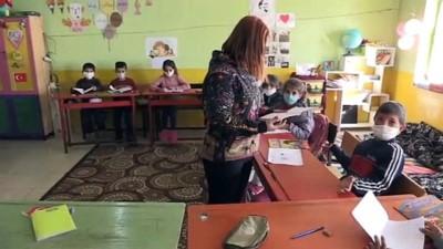 cizgi film - ERZURUM - Dağ köyündeki okulu öğrencilerin ayrılmak istemediği eğitim yuvasına dönüştürdü