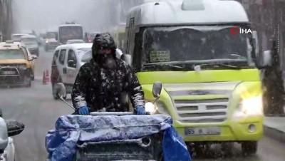 kar temizleme -   Van'da kar yağışı ve sis hayatı olumsuz etkiledi