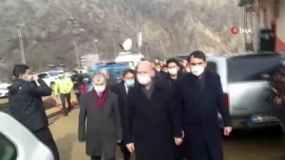 Bakan Soylu ve Kurum 60 hanenin yandığı Dereiçi Köyü'nde